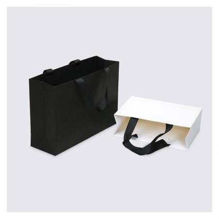 China white paper gift bags with ribbon handles supplier